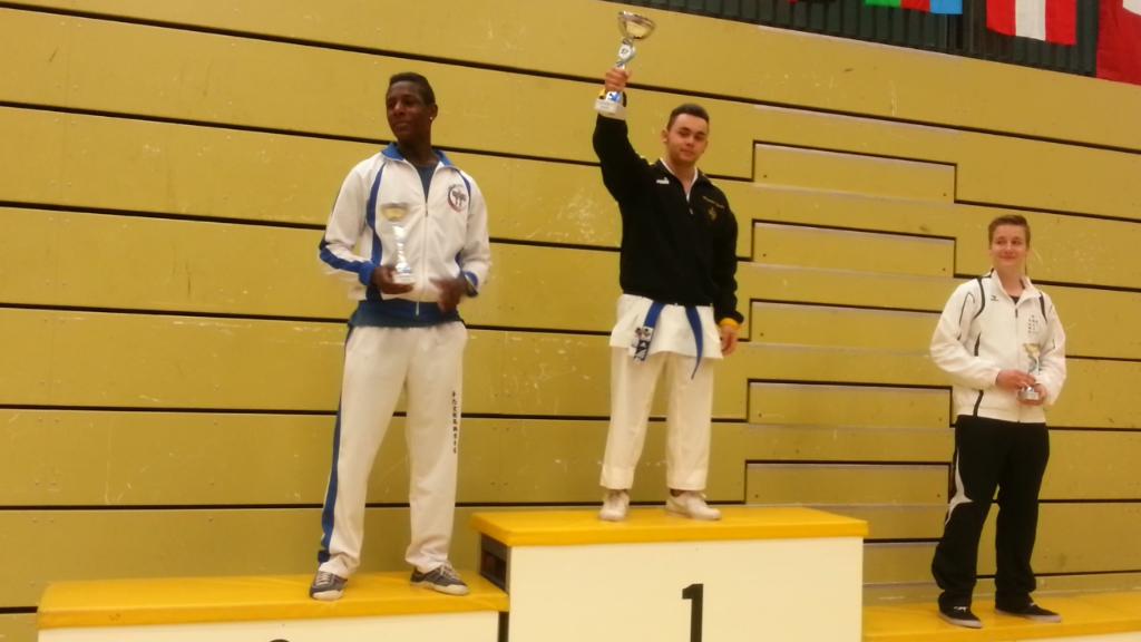 Salvati gewinnt internationales Turnier