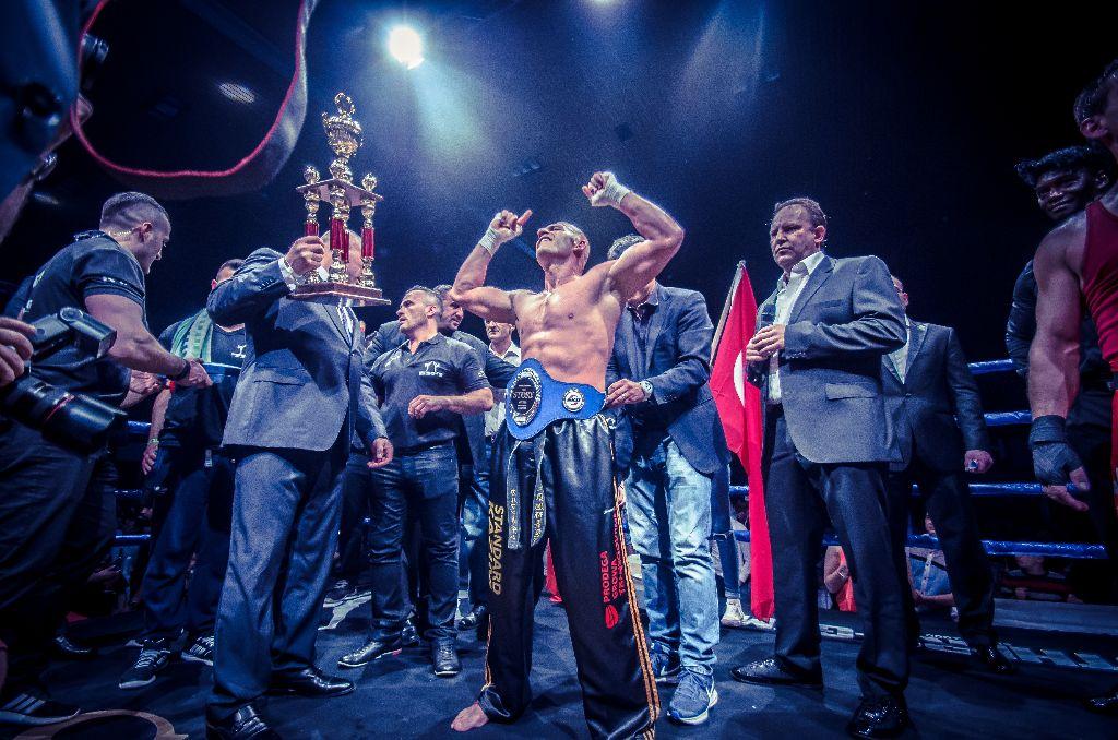 Kazim Carman gewinnt Kampf der Legenden