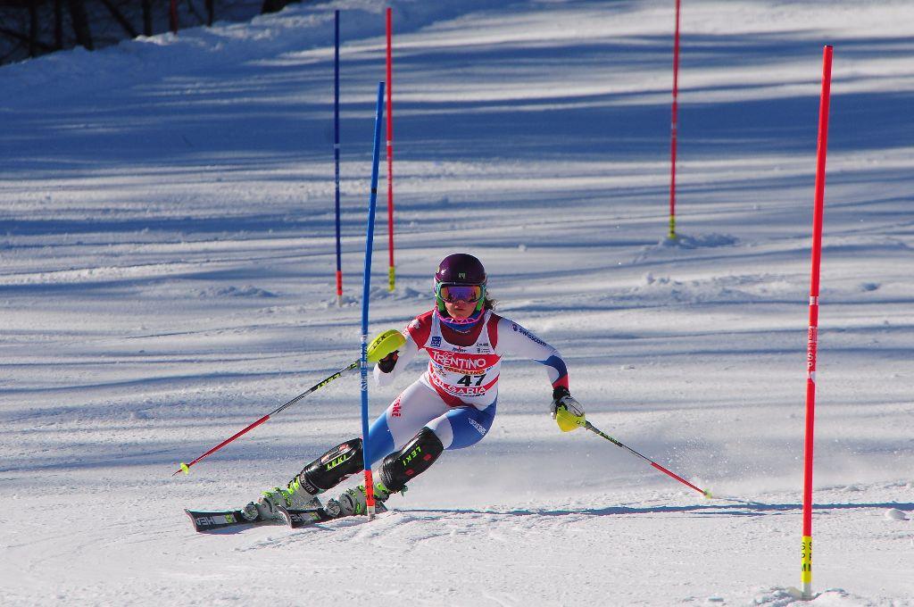 Gold im Slalom für Aline Höpli am 1. Nationalen Vergleichswettkamp U16 in Zinal