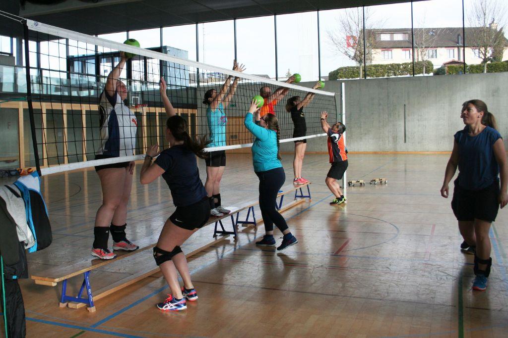 Auch die Volleyball-Trainingsleitung will trainiert sein