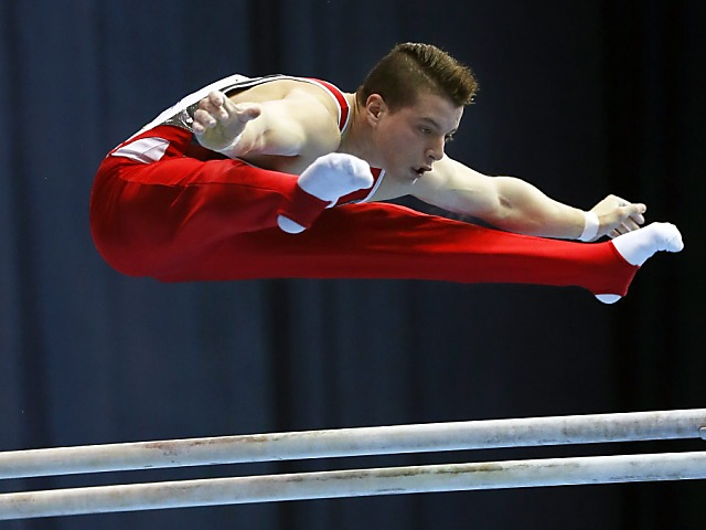 Lucas Fischer gewinnt die Silbermedaille am Barren