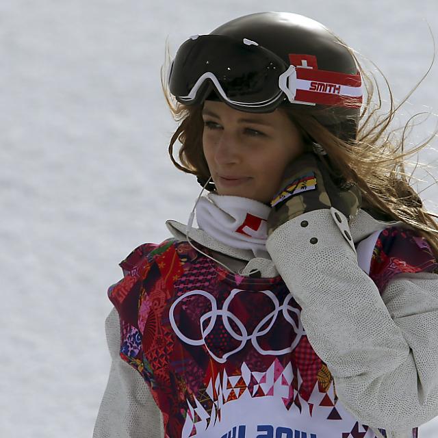 Olympia-Teilnehmerin Nadja Purtschert stellt Brett in die Ecke