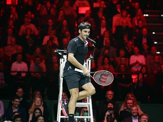 Federer und Wawrinka mit stimmungsvollem Showkampf