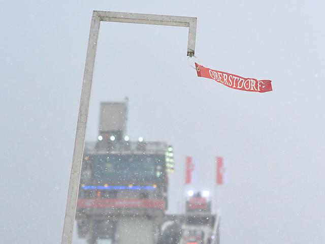 Zu viel Wind - Springen in Oberstdorf auf Montag verschoben