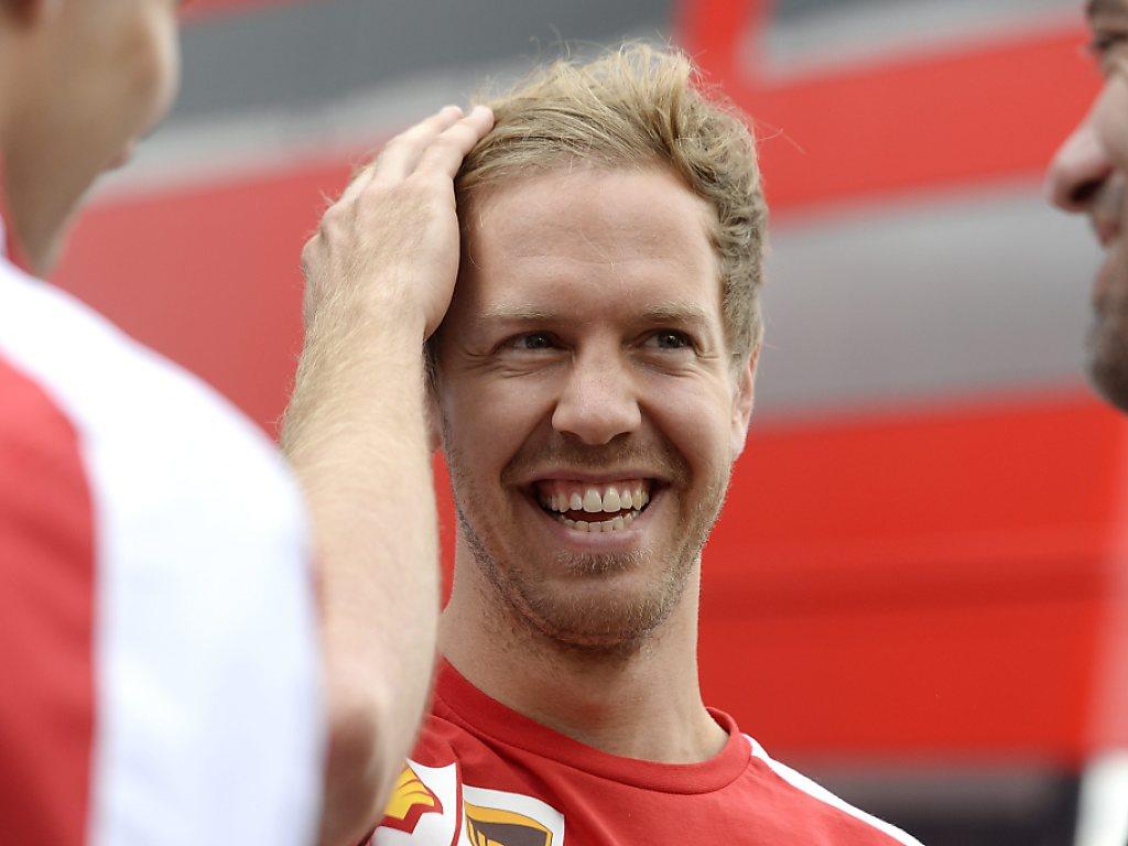 Vettel auf einer Stufe mit Senna