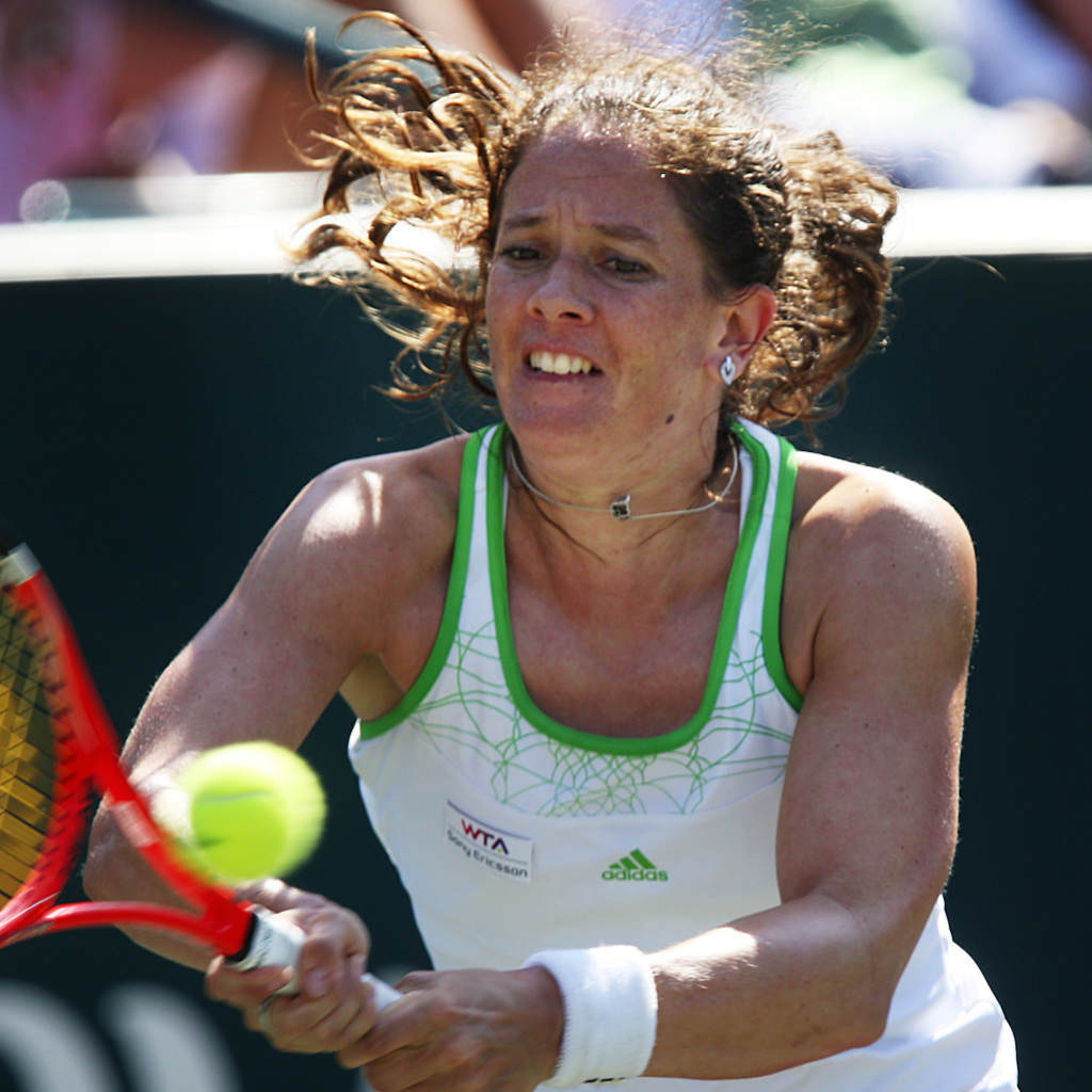Schnyder gewinnt Satz bei ihrem Comeback auf der WTA-Tour